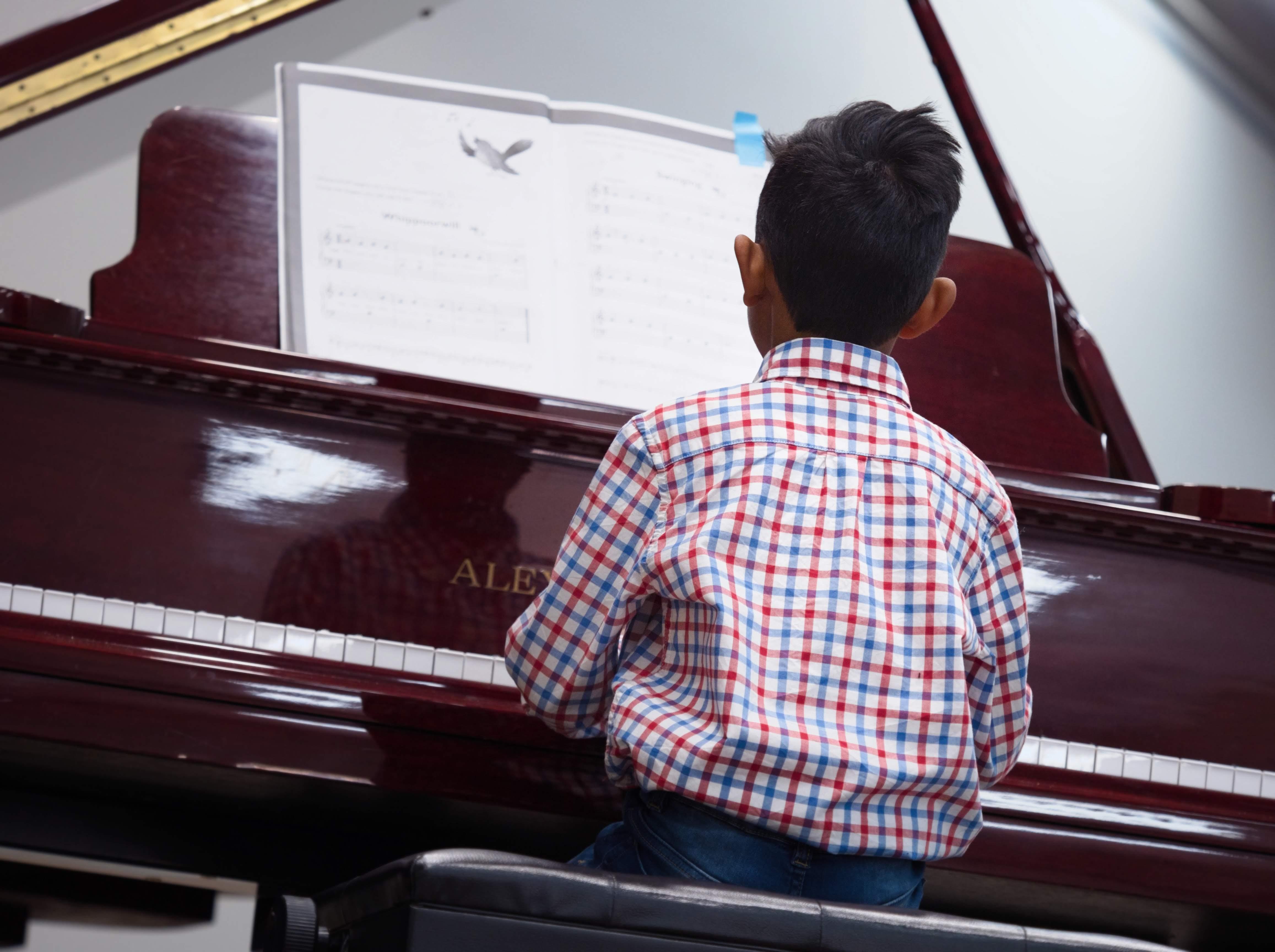 WGE Pianoforte Day 1 Sihath Weerasinghe Displays his Skills at the Piano